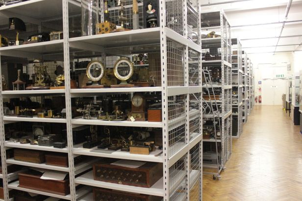 1280px-Blythe_House_Science_Museum_stores_tour_04