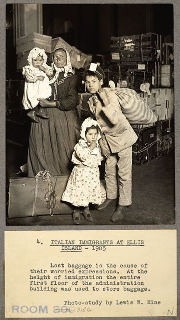 ITALIAN_IMMIGRANTS_(1905)_ELLIS_ISLAND_NY