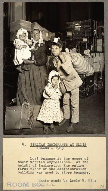 ITALIAN_IMMIGRANTS_(1905)_ELLIS_ISLAND_NY